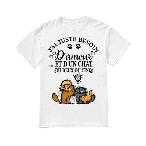 J'ai Juste Besoin D'amour Et D'un Chat Ou Deux Ou Cinq Shirt