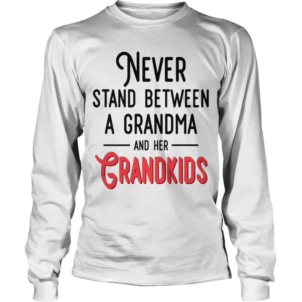 Never Stand Between A Grandma And Her Grandkids Longsleeve